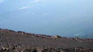 富士山で携帯はつながるけど山小屋での充電は可能?電池は大切に!