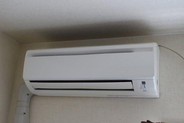 漏れ 水 エアコン 室内